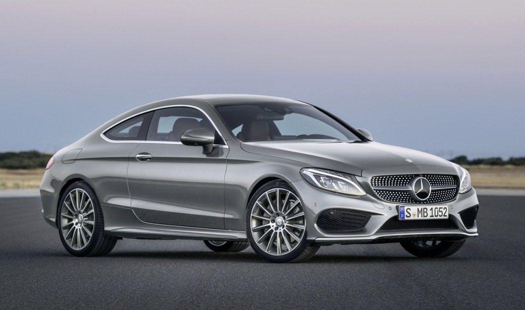 銀色車身具備濃厚的未來科技感。 圖/Mercedes-Benz提供