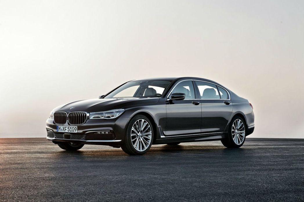 主打豪華旗艦的BMW 7 Series,黑色最能襯托出權威感。 圖/BMW提供