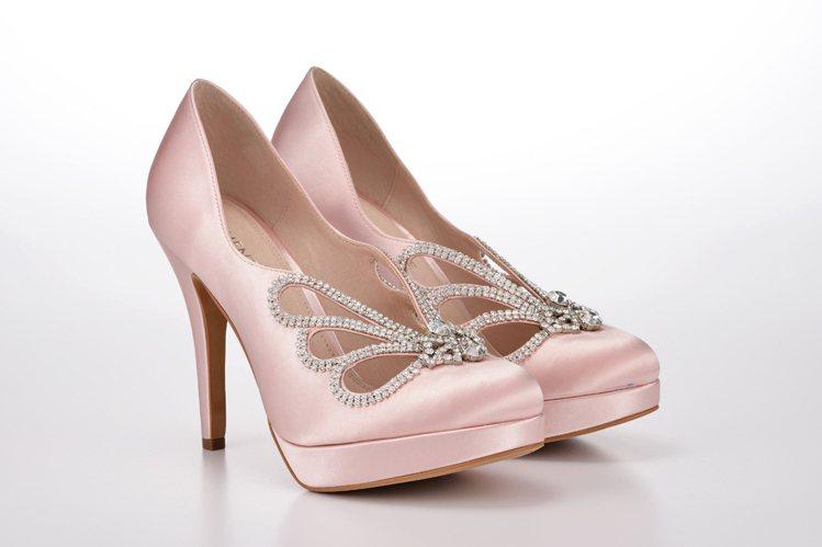 Crystal鞋履,售價16,800元。圖/MOMENTANEE提供