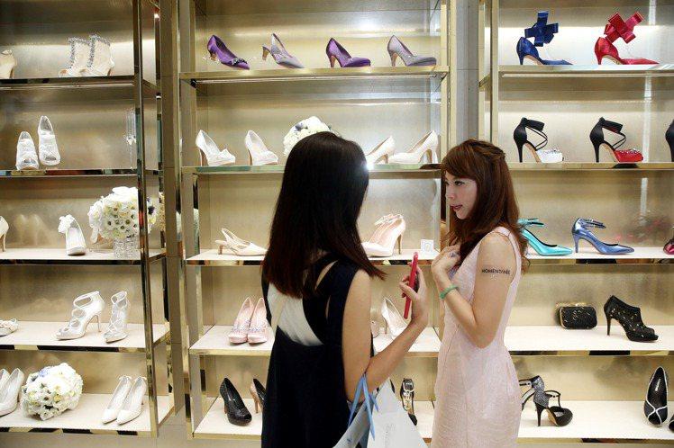 總統就職國產禮賓鞋MOMENTANEE台北店。記者邱德祥/攝影