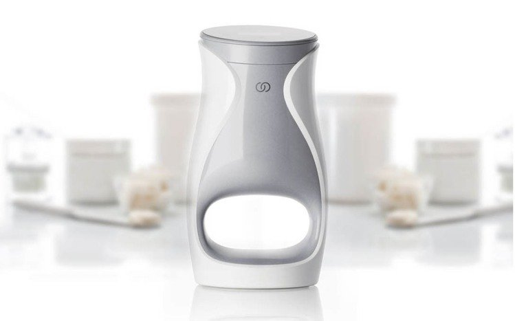 NU SKIN耗費龐大資金與時間研發的ageLOC Me是一款外型如咖啡機的智能...