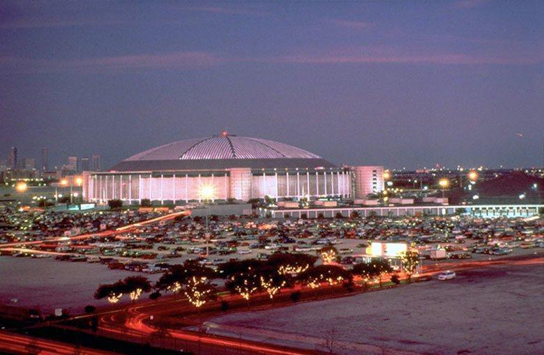 當年開幕於1965年的太空巨蛋,一代巨星貓王曾經在此開過萬人演唱會。 圖/取自b...