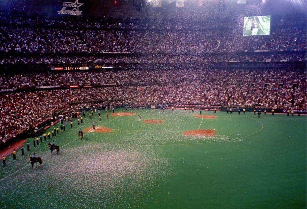 1999年10月3日是太空巨蛋最後一場季賽。 圖/取自wikipedia