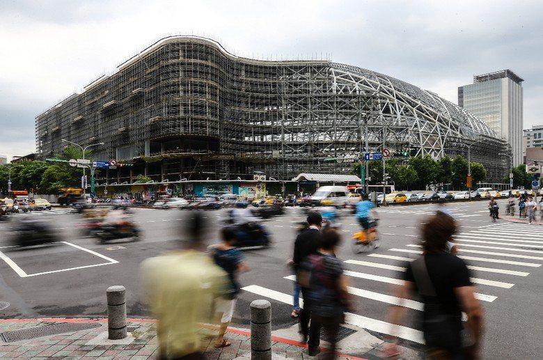 台北大巨蛋複合式商場融合飯店的思維,是1990年代初期日本的老觀念。 攝影/...