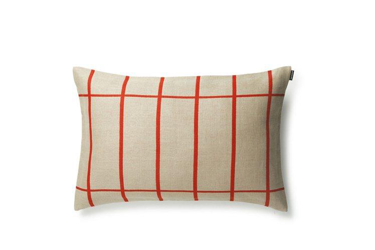 Tiiliskivi沙發靠枕由米白的底色結合橘紅色線條,撞色簡單卻頗為耐看,2,...