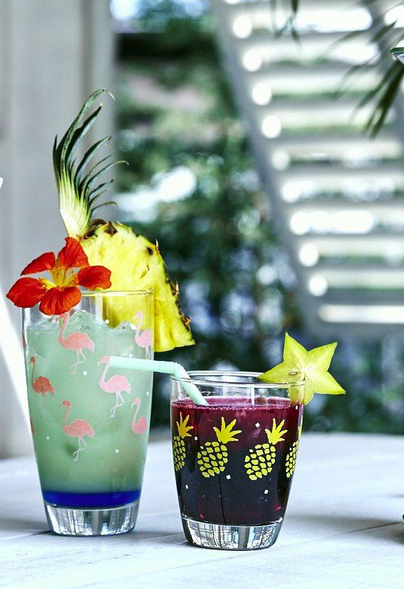 Afternoon Tea盛夏南洋水杯大玩圖騰與果汁原色撞色遊戲。