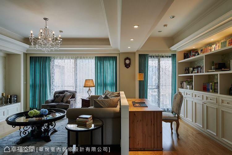 ▲開放式設計:藉由一道矮牆設計區隔出客廳與書房,創造寬敞舒適的活動空間。
