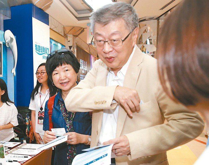 行政院前院長陳冲偕同夫人出席首映會。 記者林俊良/攝影