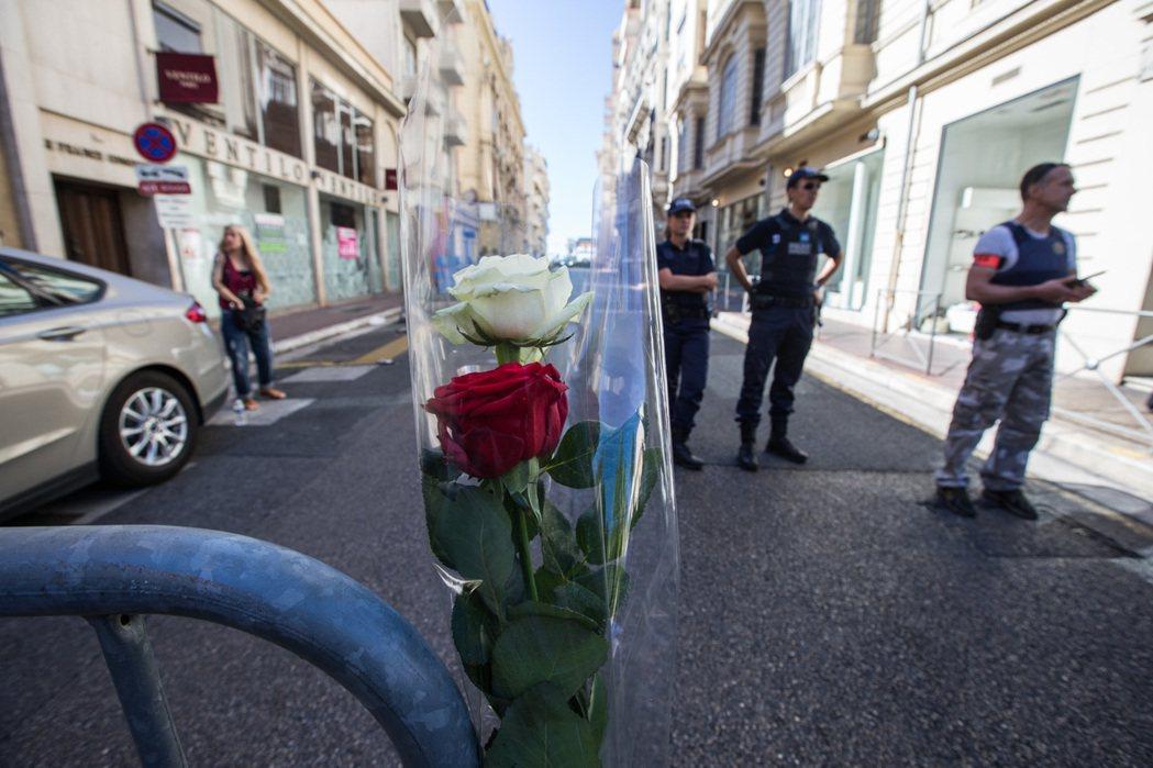 (國際)(1)法國總統:尼斯事件為恐怖襲擊 7月15日,法國安全...
