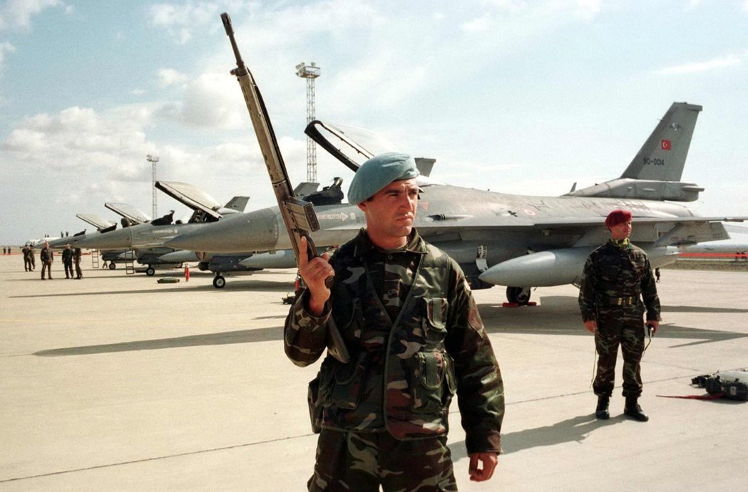 藉由歐盟的改革條件為藉口,厄多安進一步限制了土耳其軍人干政的權力傳統。 圖/路透...