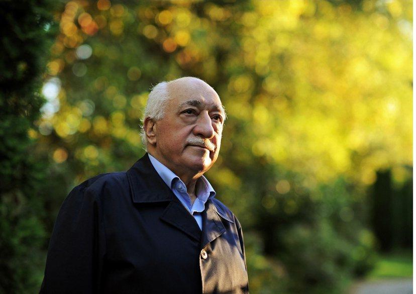 自我流放於美國的葛蘭(Fethullah Gülen),是葛蘭運動的領袖,早年與...