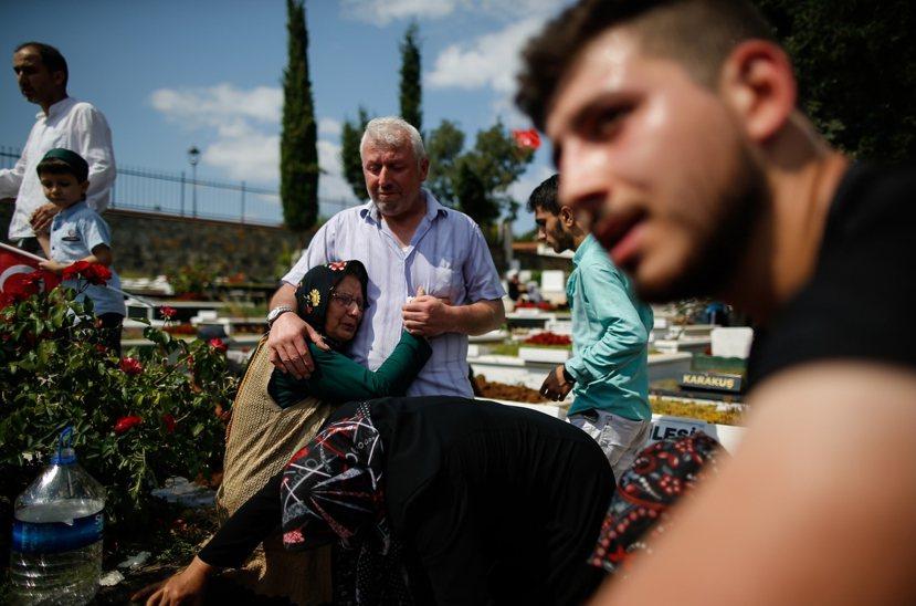 政變後的土耳其是否真能像執政黨所說的更加團結,不偏不倚地繼續走向「一個國家,一個...
