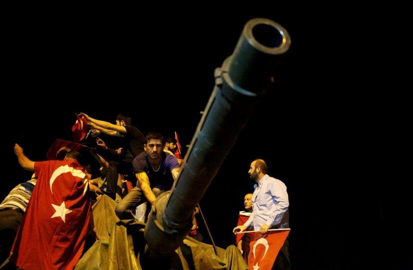 7月16日,一場失敗的政變,軍人時代沒落的開始。 圖/路透社