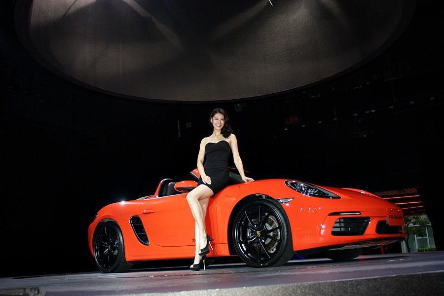 全新718 Boxster 與 718 Boxster S售價分別是308萬元、...