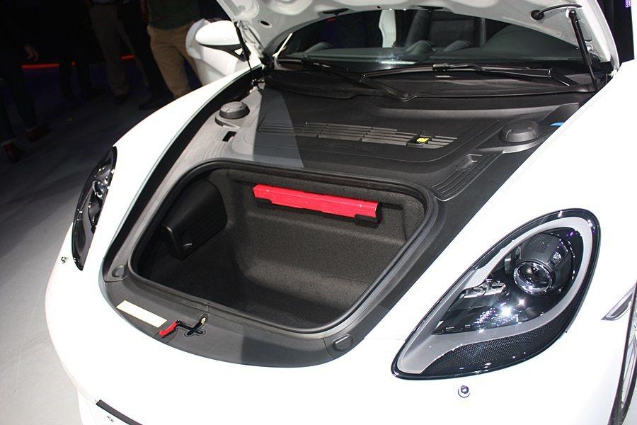 車頭也有行李放置空間。 記者林和謙攝影