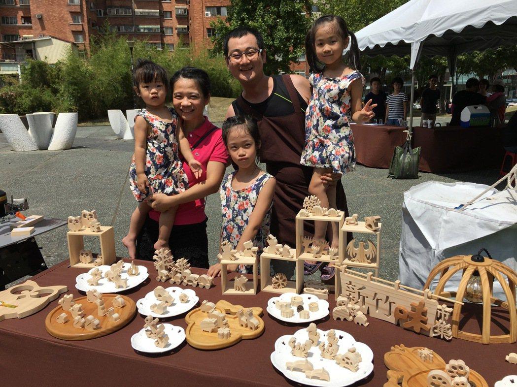 竹科電子博士張景淳(右)與妻子楊惠妤(左)為陪伴3個女兒成長,成立「waga哇尬...