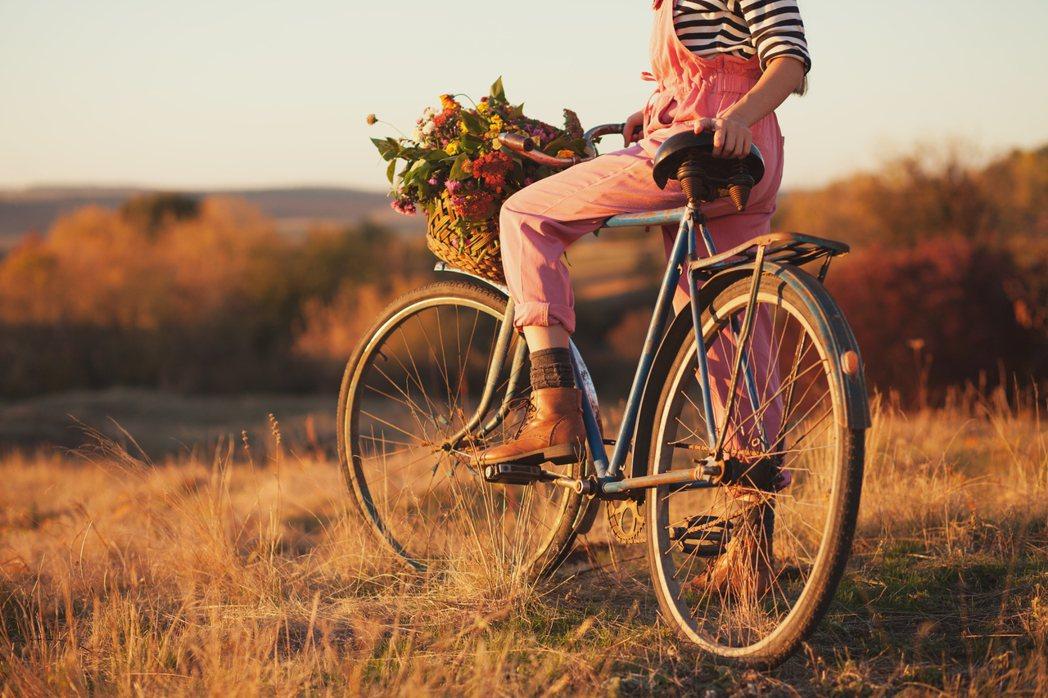 女性夏天長時間騎單車,私密處長時間悶著,易因感染而就醫。圖/Ingimage