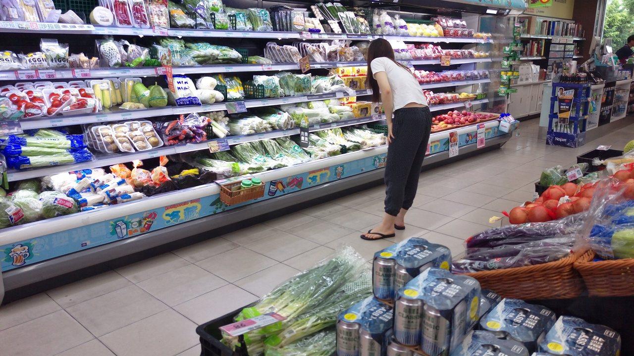 現代人愛逛超市,缺貨補貨,沒缺貨也當休閒逛街。 聯合報系資料照 記者謝梅芬/攝影