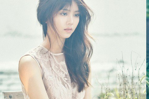21日,韓國演員金所炫為某時尚雜誌拍攝的畫報公開,身穿花紋圖案蕾絲長裙的金所炫展現了更加成熟的女神風采。