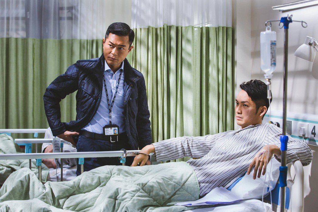 鍾漢良(右)演很多「床戲」。圖/華映提供