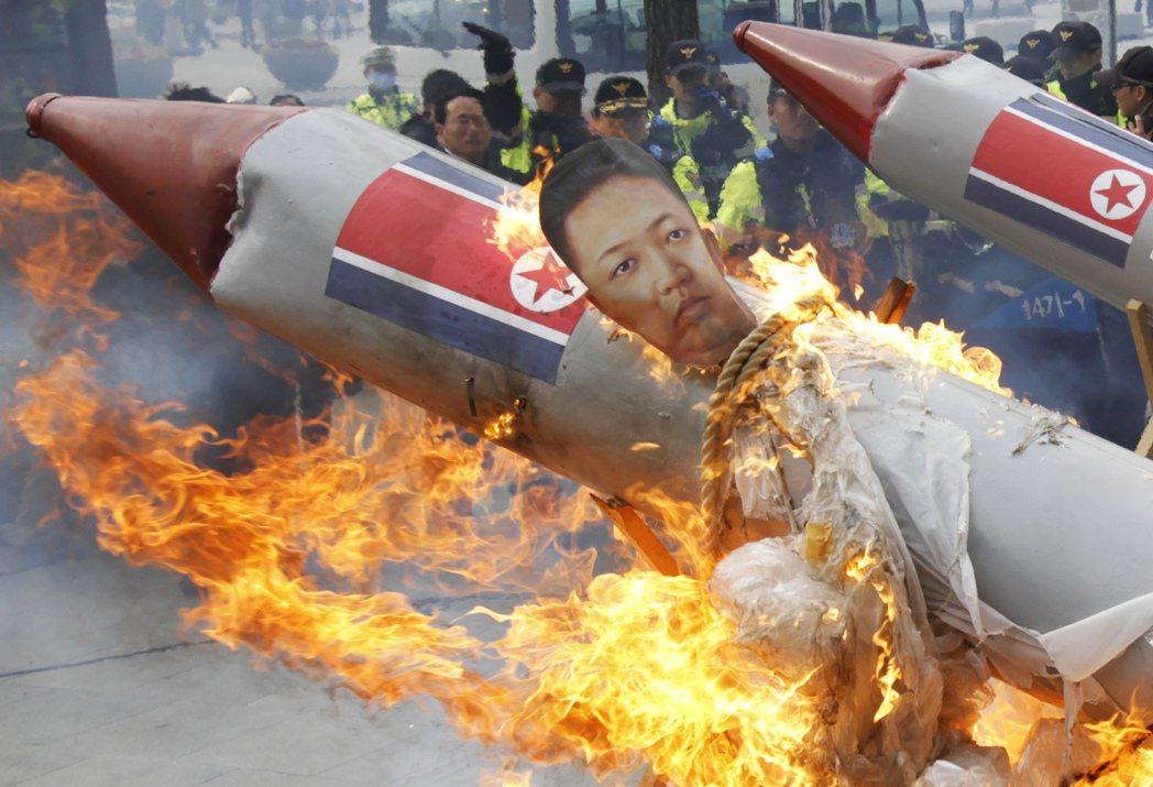 因為若真的發生火箭砲血洗首爾,即意味著全面戰爭,金家能倖存的比率相當的低,南韓也...