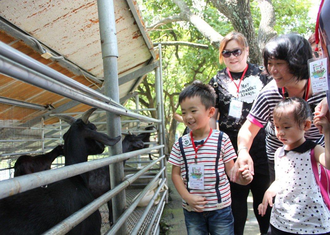 「跟著NISSAN 趣旅行」活動以樂遊農場為主題,邀請車主與家人親近土地,共享一日快樂時光。 圖/裕隆日產提供