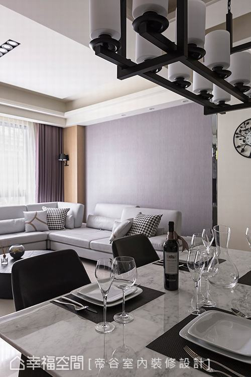 ▲風格一致:利用風格和諧一致的家具家飾,烘托空間的調性,圍塑出舒適放鬆的氛圍。