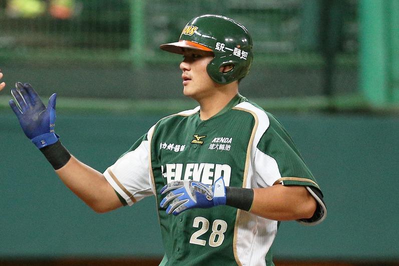 統一獅外野手鄭鎧文是朱育賢過去在文化大學棒球隊的隊友,兩人分別打四、五棒。 聯合...