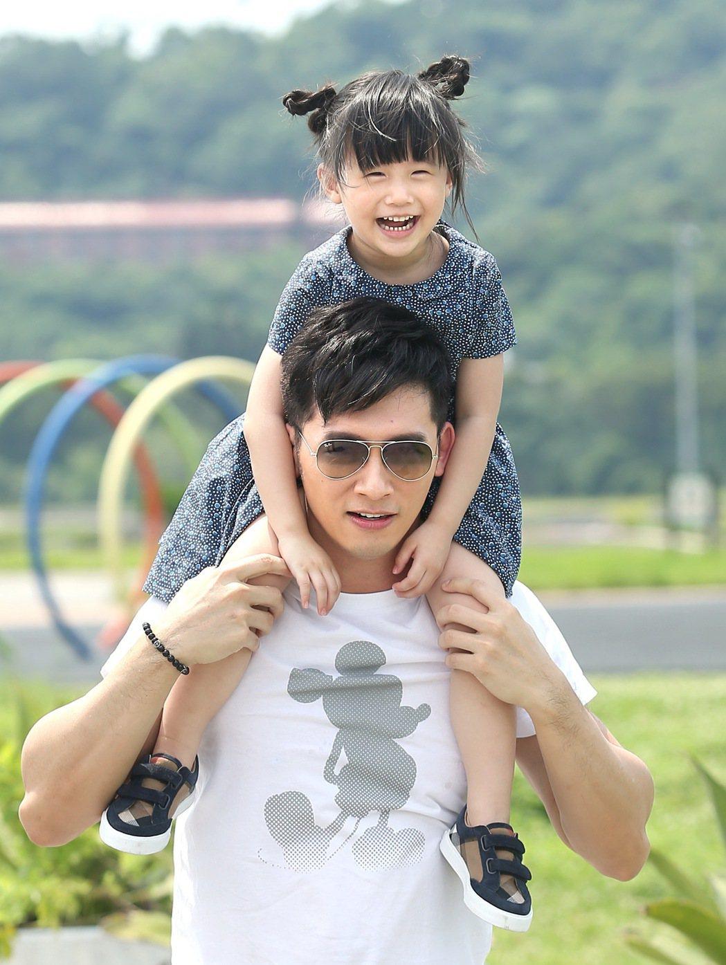 溫昇豪與女兒小晴天之間的互動相當有趣。 記者林澔一/攝影