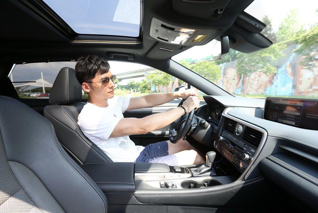 溫昇豪自認是開車還蠻小心的人,車輛搭載的安全配備則可進一步提供更多輔助。 記者林...