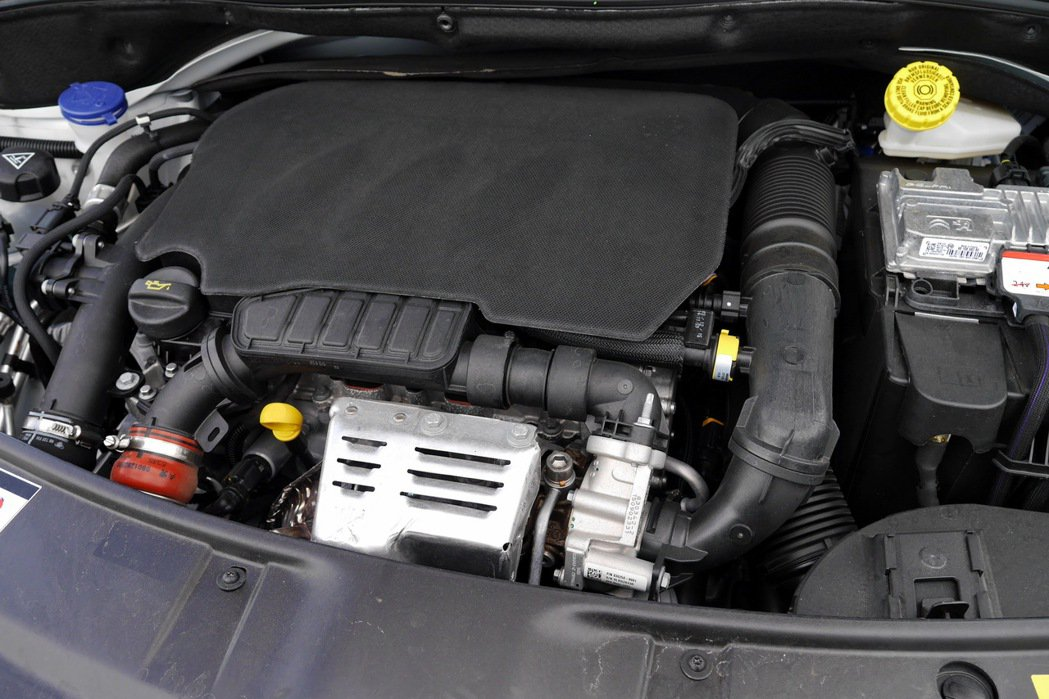 連續兩年獲得國際引擎大賞級距冠軍的1.2 PureTech渦輪引擎。 記者陳威任/攝影