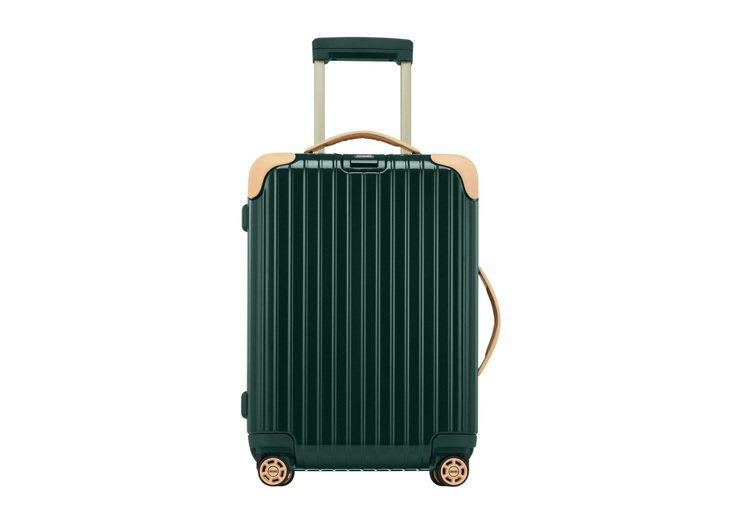 蔡依林Jolin就是坐在這款旅行箱上,34,600元。圖/Rimowa提供