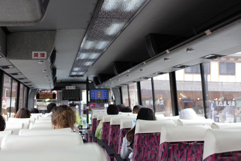 日本製造的遊覽車著重安全與實用功能,避免過多的改裝。 圖/flickr