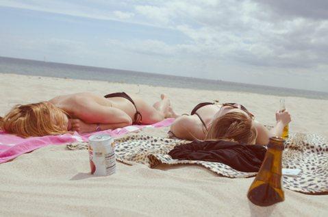 「年輕女生愛出國」為什麼是個問題?