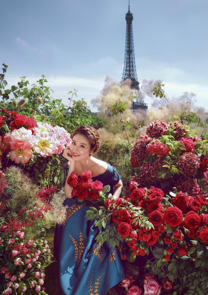 林心如拍攝時尚大片時,有如一位高貴王妃。圖/摘自微博