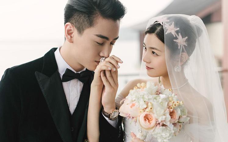 陳曉與陳妍希於北京完婚,當時陳曉就穿了黑色西裝。圖/摘自weibo