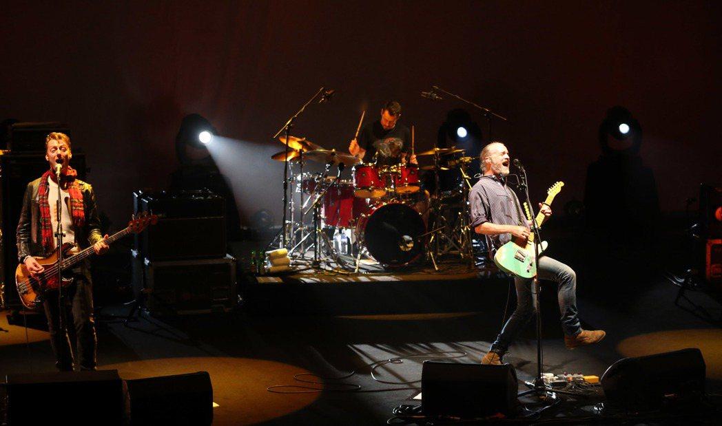 英國搖滾團體TRAVIS在台北國際會議中心開唱。記者陳瑞源/攝影