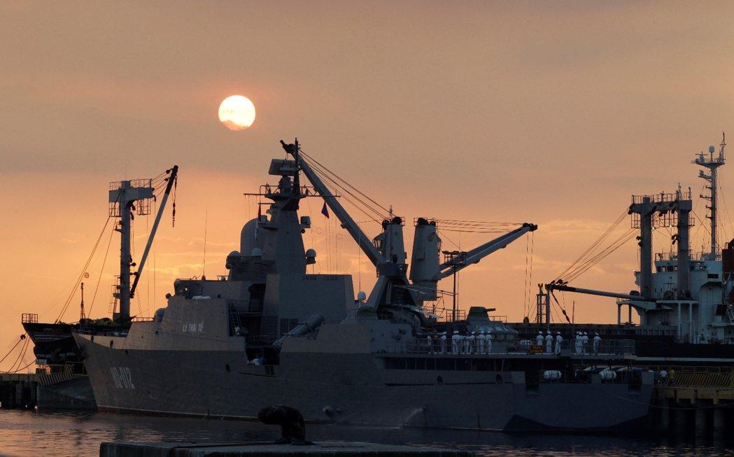 2014年11月,越南海軍派出獵豹級護衛艦「李公蘊號」前往菲律賓馬尼拉灣訪問。 ...