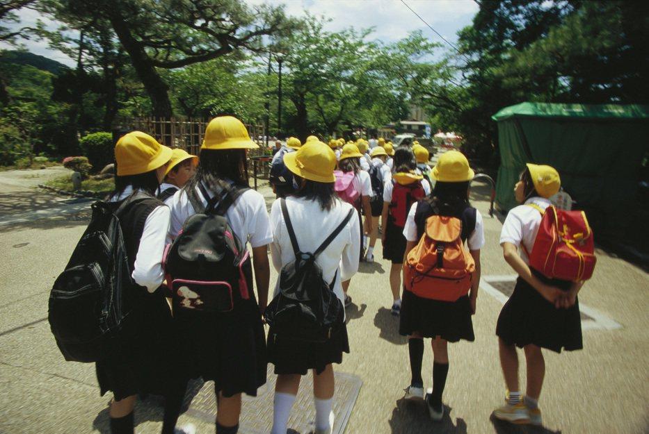 日本政府針對非法移民的孩童,提供「日語作為第二語言」的課程,承認這些孩童在日語之前、先有母語。 圖/Ingimage