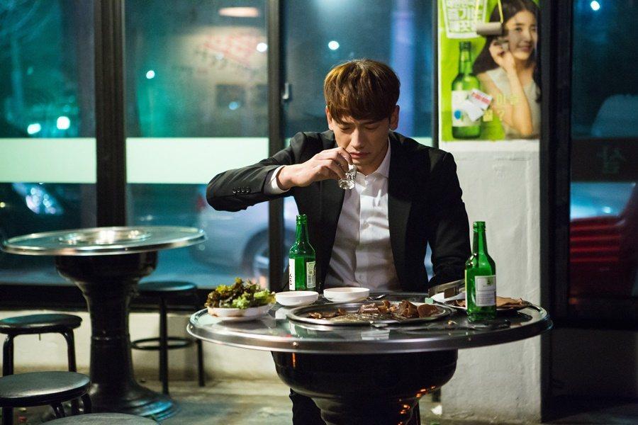 「酒國用重典」,韓國喝酒文化興盛,當地也盡力宣導喝酒不用計較是否超標,盡情地喝,...