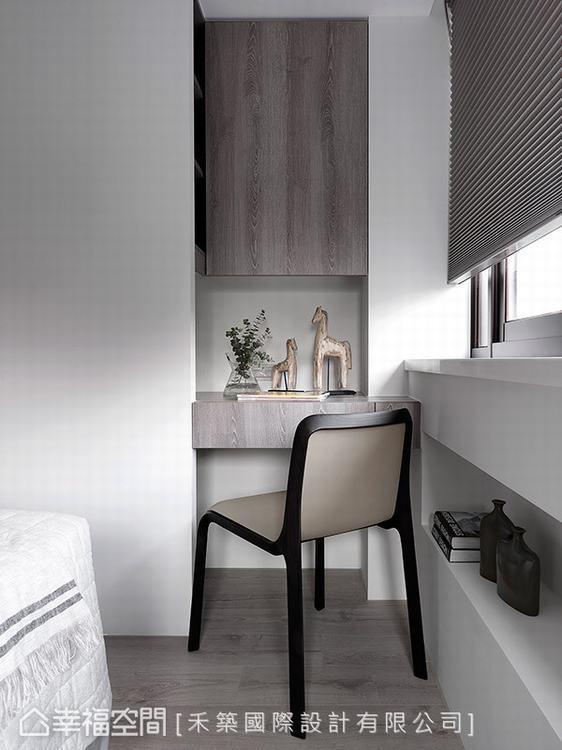 ▲畸零角落:運用牆角的畸零空間設置實用的收納及書桌機能,將空間坪效發揮到最大值。