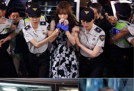28日,韓國MBC電視台新劇《W-兩個世界》公開第四集預告照,韓孝周深夜被捕引發眾人極強好奇心。在公開的照片中,兩隻手被緊緊地綁在一起的韓孝周在警察的監督下慢慢移動著。此時的韓孝周,眼神中充滿了對未...