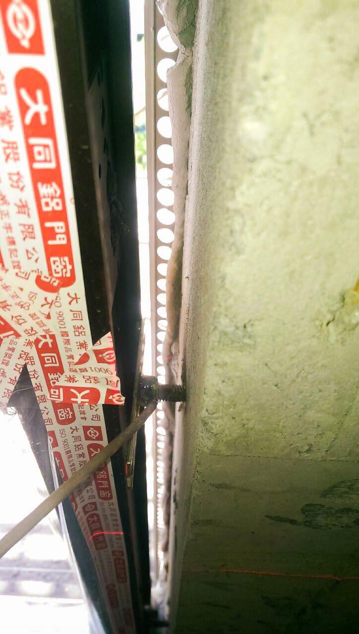 「鳳凰樂」窗框是以焊接進去結構體。 圖片提供/宏碁建設