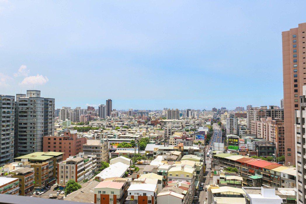 中高樓層就能擁有無限延伸的視野景觀。 張世雅/攝影
