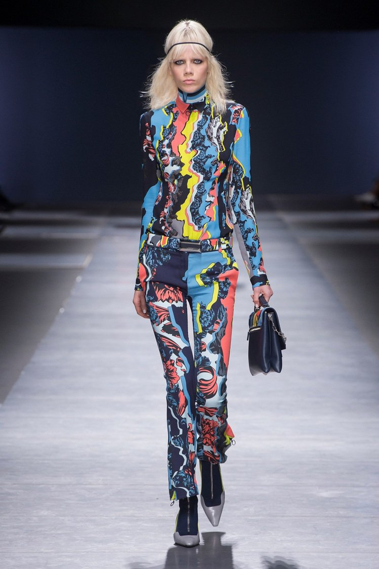 Versace 2016秋冬系列印花上衣與長褲。圖/VERSACE提供