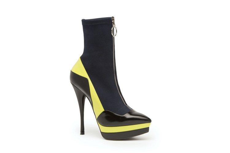Versace亮黃皮革拼接布面短靴,價格未定。圖/VERSACE提供