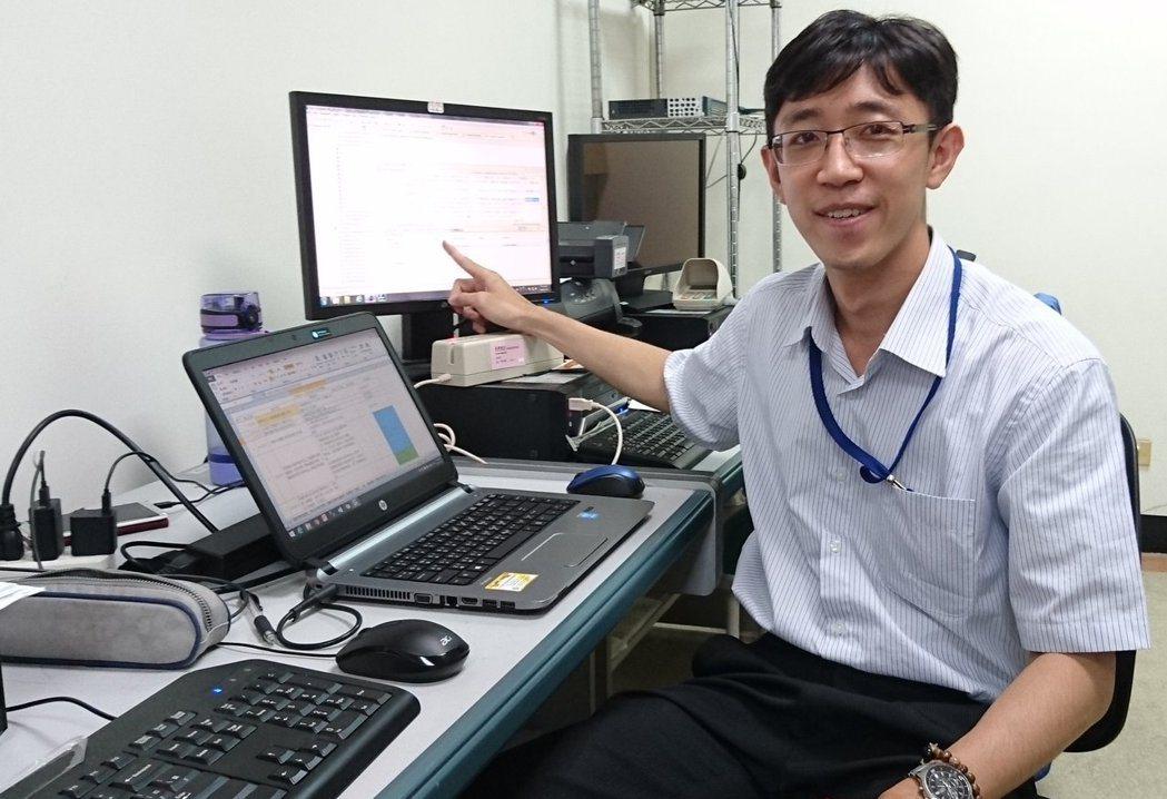 從軍旅出身的林忠甫,放棄終身俸透過職訓轉投入資訊業,他忙著操作電腦設備,協助客戶...