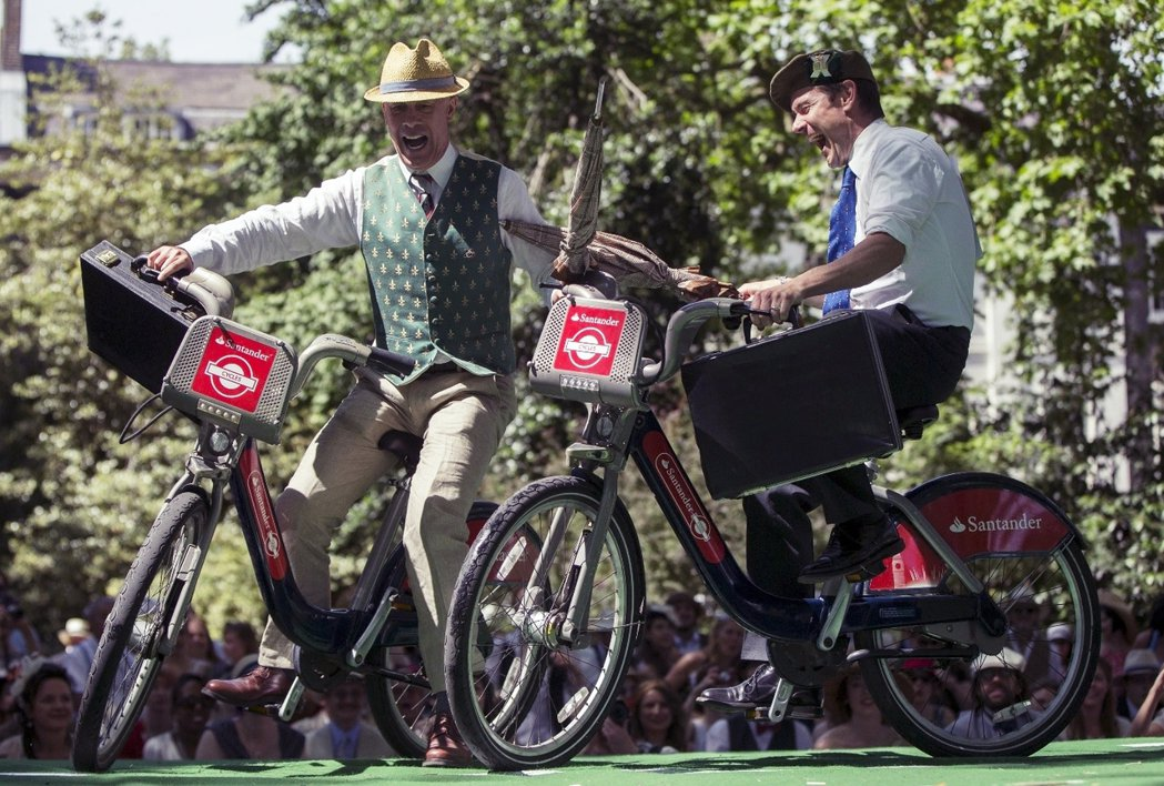 騎士精神不死之二。倫敦每年夏季舉辦的「紳士奧運會」(Chap Olympiad)...