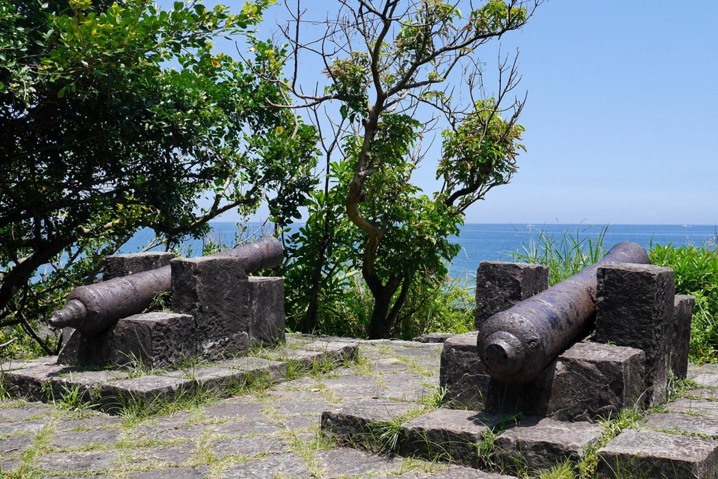 北關海潮公園園區內更保留了兩座擁有180年歷史的清嘉慶年間砲台。 記者陳威任/攝影