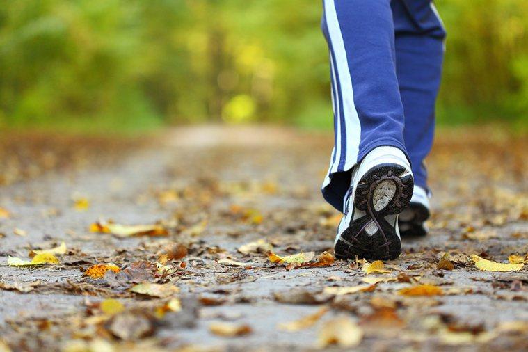 你的健走方式正確嗎?當健走變「散步」,是否能達到疾病預防效果? 圖片/shutt...